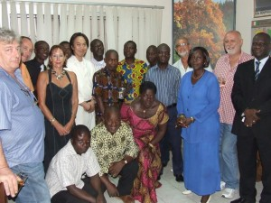 M. Atsushi TAKAGI et le personnel de SIECMI AFRIQUE